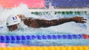 Мехди Метелла любит в шутку повторять, что «дети играют в футбол, мужчины – в регби, а боги занимаются плаванием».