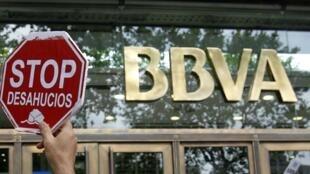 Protesto de correntistas em frente à sede do banco BBVA em Barcelona, no dia 6 junho de 2012.