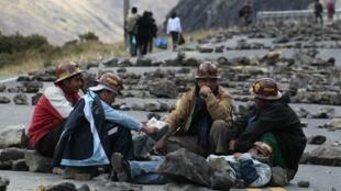 Cesaron los cortes de ruta iniciados el lunes por los mineros cooperativizados que aislaron a La Paz del resto del país y de naciones vecinas.
