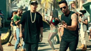 Rapper Daddy Yankee (esq.) e Luis Fondi ficaram furiosos por ter seu sucesso usado por Maduro para fins políticos