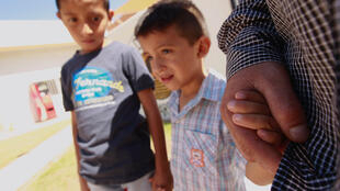 Al drama de los niños centroamericanos no acompañados se ha sumado en los últimos días la separación de las familias de inmigrantes latinoamericanos que atraviesan la frontera con Estados Unidos.