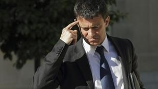 French Interior Minister Manuel Valls has come under fire for continuing the Sarkozy government's policy on Roma