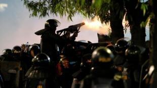 В обеспечнии порядка на акциях протеста принимали участие более 30 тысяч полицейских