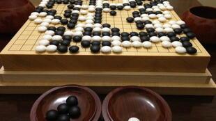 Tabuleiro do jogo de Go, no momento em que super-computador de inteligência artificial do Google ganha por 4/1 Lee Sedol, campeão do mundo.