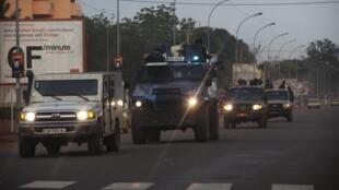 Патруль международных сил по поддержанию порядка в Центральноафриканской респубики на улице Банги 27/11/2013