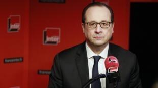 Tổng thống Pháp François Hollande trả lời phỏng vấn đài phát thanh France Inter - REUTERS