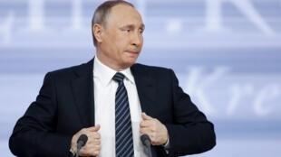 На пресс-конференции 17 декабря Путин заявил, что разделяет позицию президента Украины Петра Порошенко относительно обмена военнопленными.