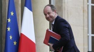 Экс-министр юстиции Жан-Жак Урвоас предстал перед судом по делу о разглашении тайны следствия