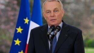 Премьер-министр Франции Жан-Марк Эро на пресс конференции посвященной мерам по борьбе с уходом от налогов, 11 апреля 2013 года