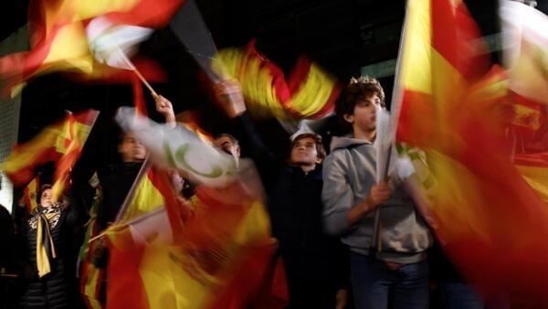 Os partidários do Vox, de extrema direita, comemoram o resultado do partido nas urnas neste domingo, 10 de novembro de 2019, em Madri.