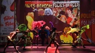 """""""Fashion Freak Show"""" dựng lại trên sân khấu nhà hát Folies Bergères sự nghiệp thời trang của Jean Paul Gaultier"""