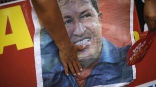 População venezuelana continua esperando notícias sobre o estado de saúde de Hugo Chávez.