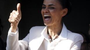 A candidata do PSB Marina Silva pode ser a primeira negra eleita presidente no Brasil, destaca a imprensa francesa.