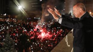 Le président turc Recep Tayyip Erdogan le soir de sa victoire à Ankara.