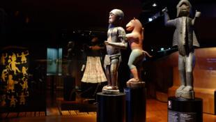 Tres estatuas bocio del reino Danhomè, del siglo XIX (actual Benín).