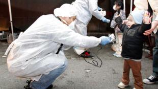 Officials check radiation levels near Fukushima nuclear power station