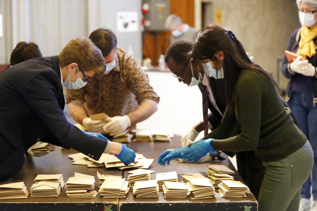 O primeiro turno das eleições municipais francesas, disputado em 15 de março no auge da pandemia de Covid-19, foi marcado por uma abstenção histórica .