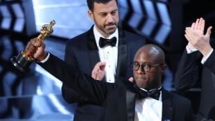 """""""Moonligth - Sob a luz do luar"""" conquistou o Oscar de melhor filme neste domingo (26)."""