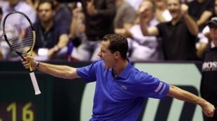 Mickaël Llodra pudo festejar sus victorias en singles y en dobles.