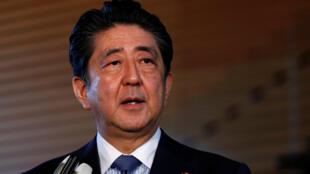 Thủ tướng Nhật Shinzo Abe trả lời báo giới, Tokyo, 12/06/2018.