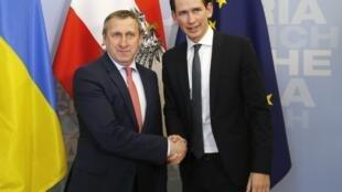 O ministro interino de Relações Exteriores da Ucrânia, Andrii Deshchitsia,(esquerda) foi recebido em Viena pelo ministro das Relações Exteriores da Áustria, Sebastian Kurz.