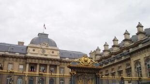 کاخ دادگستری فرانسه، مقر دیوان عالی کشور، در جزیرۀ «سیته» واقع در مرکز پاریس