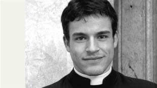 Foto de um dos padres que posaram para o Calendário Romano 2014.