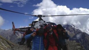A rescue team at Manaslu