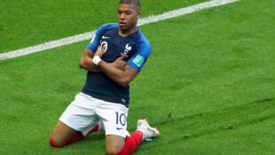 Image d'archive: Kylian MBAPPE au micro de RFI français après le match France Belgique du 10.07.2018