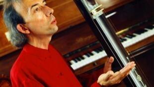 Music therapist Philippe Barraqué