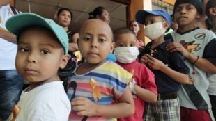 Trẻ em mắc bệnh ung thư ở Nicaragua. Hy vọng chữa trị cho các em sẽ đến từ cá voi?