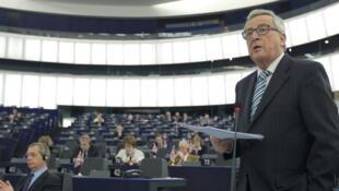 O presidente da comissão europeia, Jean-Claude Juncker, no Parlement européen a falar do « Brexit », 3 de fevereiro de 2016.
