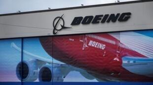 Un logo Boeing est visible dans les locaux d'Everett où est fabriqué le 777/777X.
