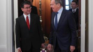 Lãnh đạo Ngoại giao Nhật Bản Taro Kono (T) và đồng nhiệm Nga Sergueï Lavrov tại Matxcơva, ngày 14/01/2019.