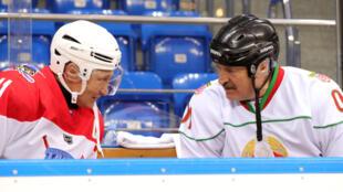 Владимир Путин и Александр Лукашенко во время хоккейного матча в Сочи, 15 февраля 2019.