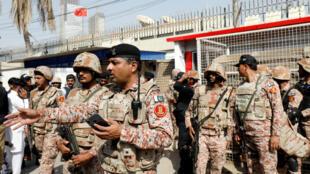 Binh sĩ Pakistan được triển khai sau vụ tấn công nhắm vào lãnh sự quán Trung Quốc, Karachi, 23/11/2018.