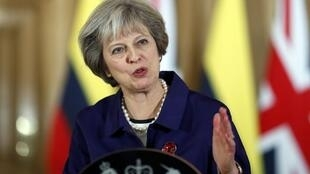 A primeira-ministra britânica Theresa May assegura aos negociadores europeus que o processo vai continuar