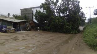 Uma casa danificada em Cabo Delgado por onde passou o ciclone Kenneth.