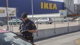 Polícia realiza investigações após duplo assassinato no Ikea