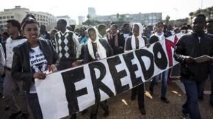 Ils étaient environ 30 000 immigrants africains, pour la plupart originaires d'Afrique orientale, ce dimanche à Tel Aviv, ce qui en fait la plus importante manifestation de migrants africains à ce jour en Israël.