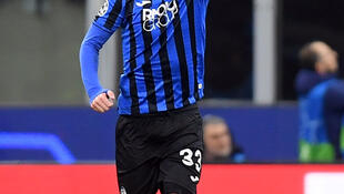 Hans Hateboer scored his first goals of the season in Atalanta's 4-1 victory over Valencia.