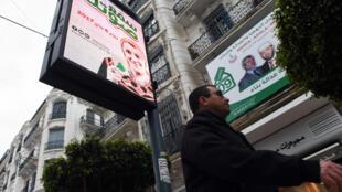 «Faites entendre votre voix», indique une affiche dans les rues d'Alger.