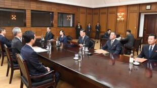 Quang cảnh cuộc đàm phán liên Triều tại Bàn Môn Điếm về việc Bình Nhưỡng gởi đoàn nghệ thuật tham gia Thế Vận Hội Pyeongchang, ngày 15/01/2018.