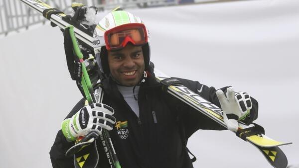 O brasileiro Jhonatan Longhi terminou a prova de slalom gigante em 57° lugar.
