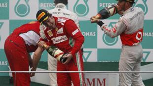 Fernando Alonso se torna o líder na classificação geral após vitória neste domingo, na Malásia.