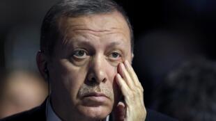 O presidente turco, Recep Tayyip Erdogan, é também líder do partido conservador islâmico AKP.