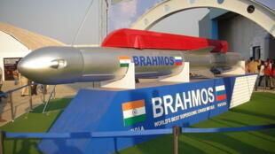 Brahmos, loại hỏa tiễn siêu thanh lợi hại có thể phóng đi từ tàu ngầm, mà Ấn Độ định bán cho Việt Nam.