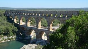 Впервые в маршрут Тур де Франс включили древнеримский акведук Пон-дю-Гар
