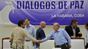 ភាគីចរចាសន្តិភាពតំណាងរដ្ឋាភិបាលកូឡុំប៊ី និងក្រុមឧទ្ទាម FARC នៅទីក្រុងឡាហាវ៉ាន ថ្ងៃទី៥ សីហា ២០១៦