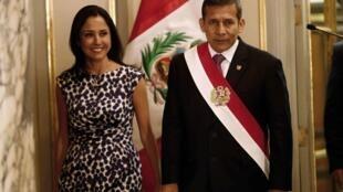 El presidente Ollanta Humala y su esposa, Nadine Heredia, en la ceremonia en honor del nuevo gabinete ministerial, Lima, 24 de febrero de 2014.